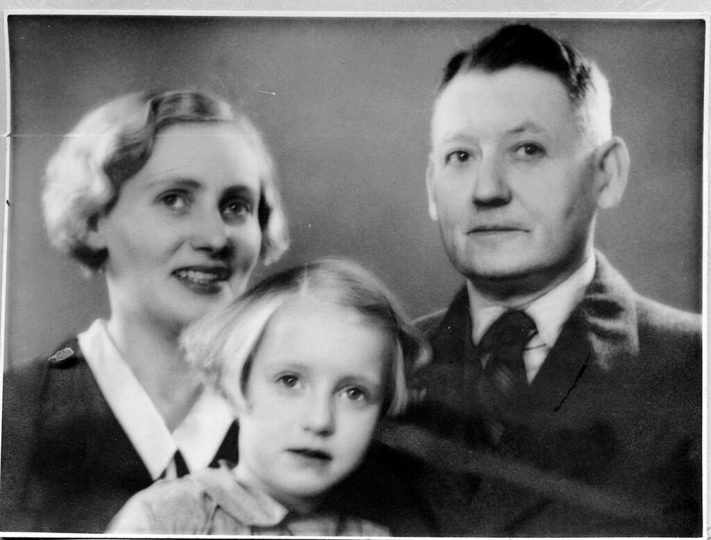 Anne- Marie Hellqvist a her parent in Sweden, a family photo, black and white